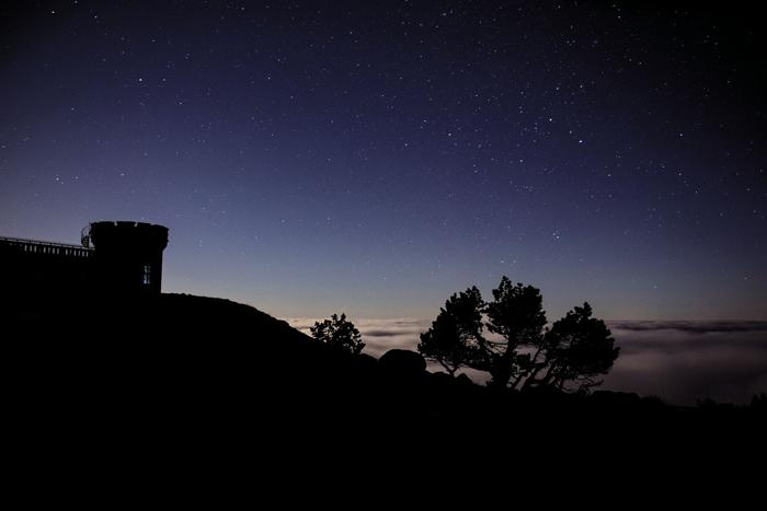 Ciel étoilé depuis l'Aigoual avec vue sur la vallée de l'Hérault © Gaël Karczewski PNC